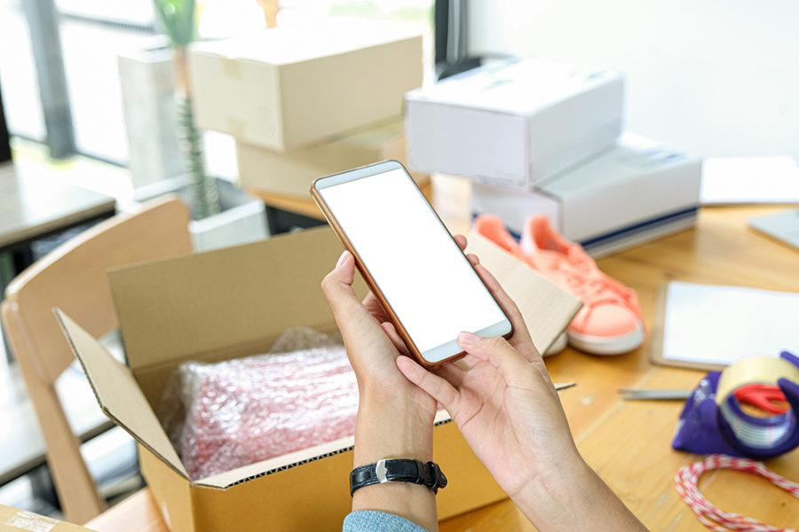 coup-marketing-onlines-hop-das-sollte-man-wissen-bevor-versand-paket-verschicken-smartphone